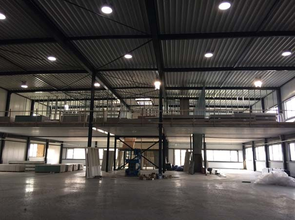 Overview atelierruimte en kantoren op eerste verdieping